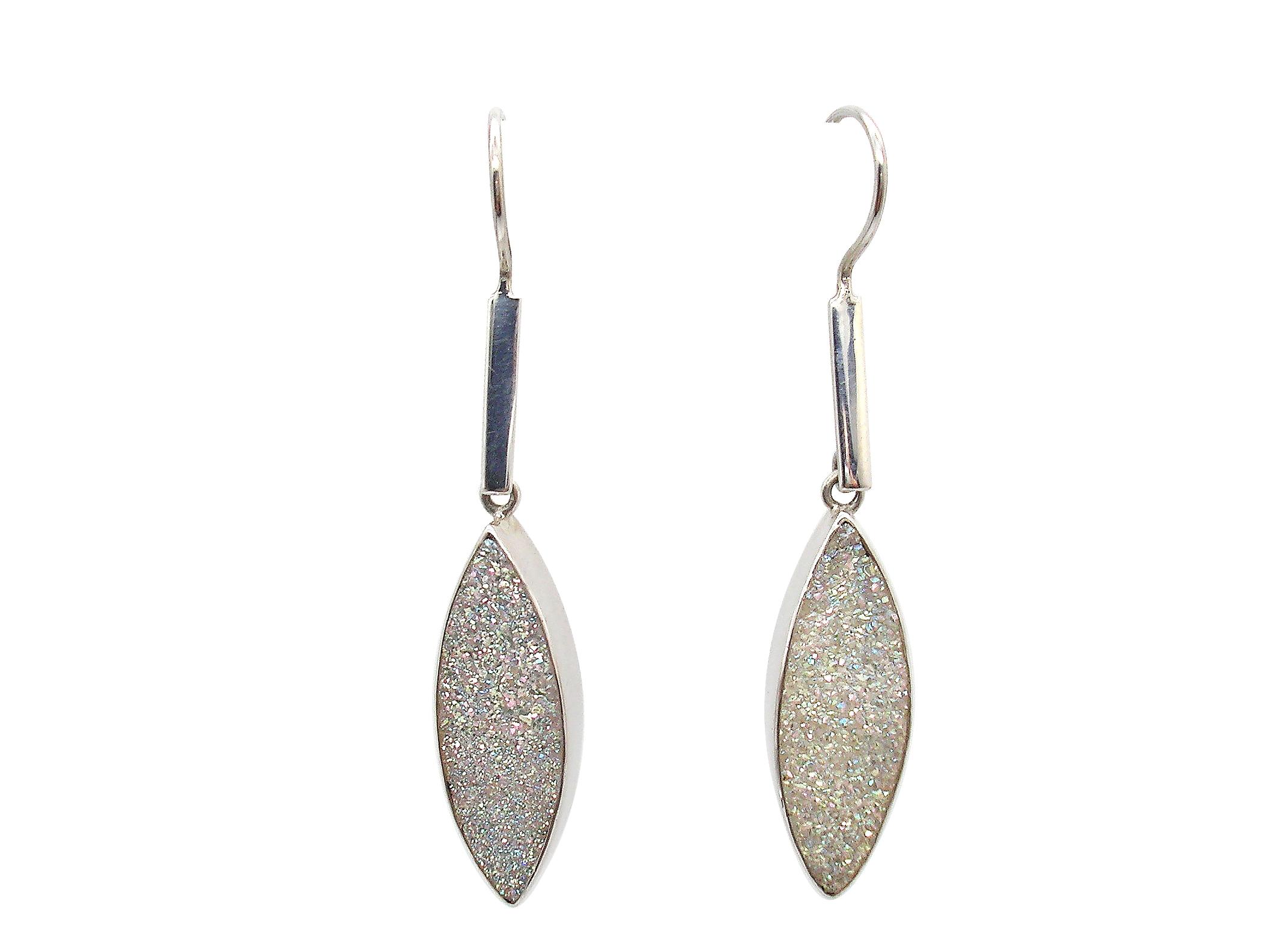 Ohrhänger in Silber verarbeitet