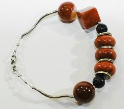 Wunderschöne Armband mit Koralle, Silber und Lava