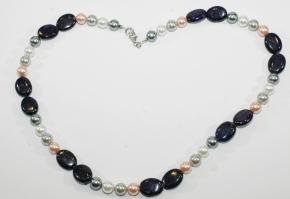 Wunderschöne Halskette mit Lapislazuli und Bunte Muschelkernperlen