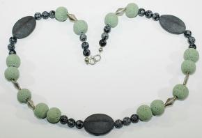 Wunderschöne Lava Halskette mit Onyx , Schneeflockenobsidian und 925er Silber Teile