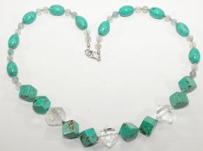 Howlith Halskette mit Bergkristall, Karabiner Verschluss (925er Silber) Gesamtlänge: ca .42cm