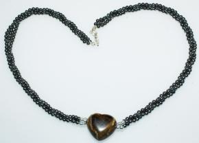 Dreireihige Hämatit-Halskette mit Tigerauge Herzanhänger