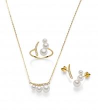 Set aus Collier, Ohrstecker und Ring , Perlen und 14 Karat Gold und Brillanten