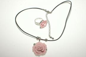 Set aus Rose Anhänger mit Ring